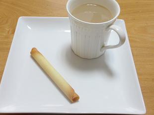 ヨックモックのシガールとコーヒー画像