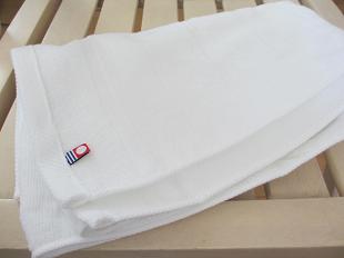 今治タオル純白の4つ折り(椅子の上)