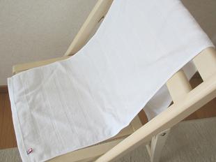 今治タオル純白の広げたところ(椅子の上)