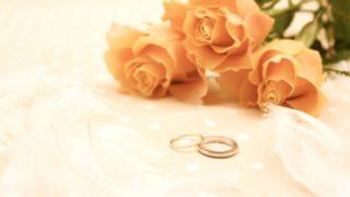 赤い花と指輪