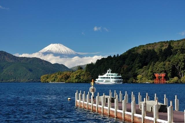 富士山とクルーズ船